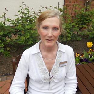 Annette, Receptionist